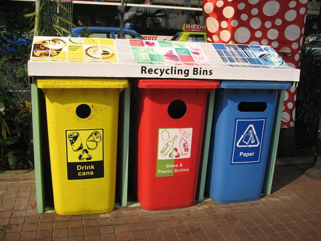 800px-NEA_recycling_bins,_Orchard_Road